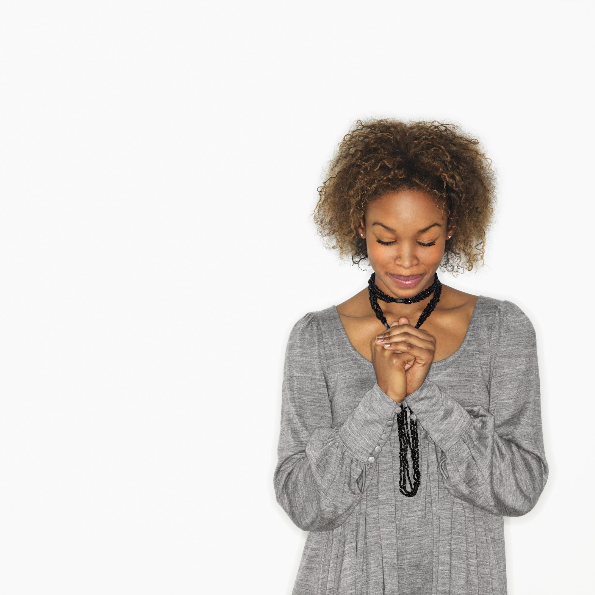 Woman praying | 4 easy ways to bring more spirituality into your work